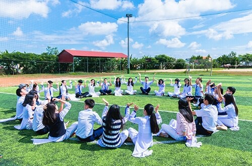 What are the advantages of children attending an international school