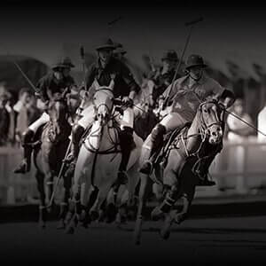 Black and white image of horse race